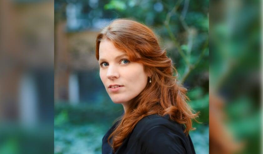 <p>Renee van Bavel geeft de klassiekers van grootmeester Herman van Veen een eigentijdse twist. Foto: Stefanie Fiebrig</p>