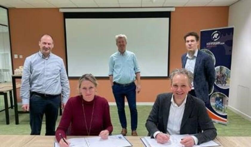 <p>Jan-Willem Boezel, Marjolein Boezel, Ronald Ruesink, Dirk Jan van den Hout en Alexander van den Hout - (bron: Van Raam) </p>