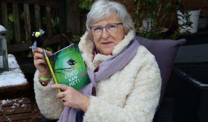 Marijke Pitlo, directeur Montessorischool Tiel leest voor.