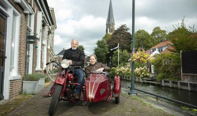 <p>Huub Stapel en Wim Daniels gaan op zoek naar het echte dorpsgevoel</p>
