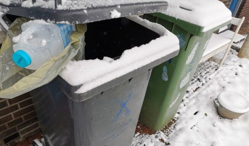 <p>Plastic en blik mogen sinds 1 januari van dit jaar gewoon in de grijze container worden gedaan. Foto: Anne-Marije Zwart</p>