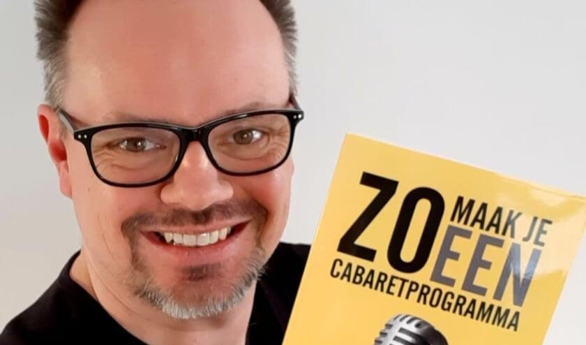 <p>Volgende week verschijnt het boek Silvester Zwaneveld met de titel: 'Zo maak je een cabaretprogramma.'</p>