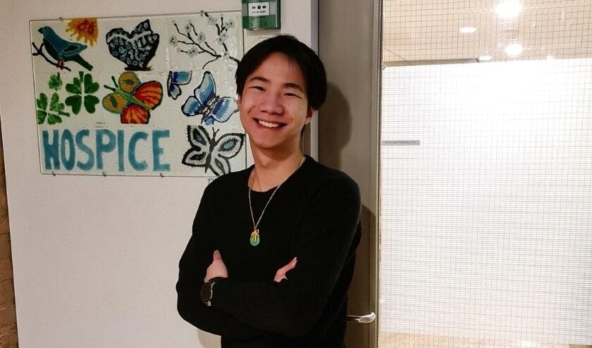 <p>Karlok Ho (24) zet zich vol betrokkenheid, humor en enthousiasme in voor het Hospice IJsselstein. (Ingezonden foto)</p>