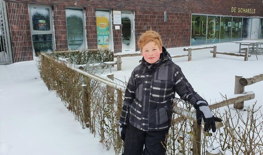 <p>David Uitbeijerse hier bij zijn school De Schakels. Hij maakte graag gebruik van de extra activiteiten in het Cultuurhuis. Foto: Joyce Uitbeijerse</p>