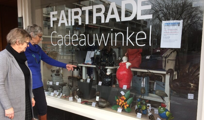 <p>De Wereldwinkel is fysiek niet geopend, maar brengt fairtrade producten creatief aan de man. Foto: Lia Butter&nbsp;</p>