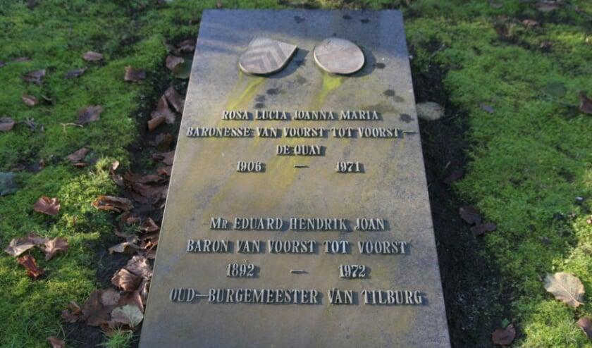 <p>Acht Tilburgse burgemeesters liggen begraven binnen de gemeente. Op de Centrale begraafplaats West ligt alleen het graf van Eduard Baron van Voorst tot Voorst. Meer info: www.heemkundekringtilburg.nl.</p>