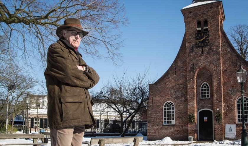 <p>Henk Veltmeijer: &ldquo;Zou mooi zijn als dit plein de status van beschermd stadsgezicht krijgt.&rdquo; Op de achtergrond enkele van de vijf rijksmonumenten.</p>