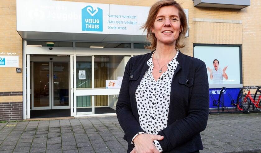 <p>Judith Kuijpers, directeur van Veilig Thuis Zuidoost-Brabant: &quot;Niemand wil in een situatie van geweld zitten.&quot; FOTO: Bert Jansen.</p>