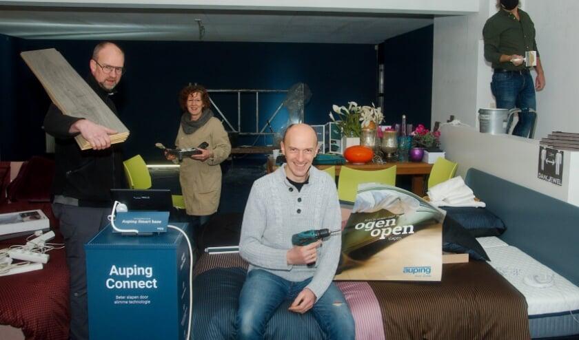 <p>Het team van Slaapidee is druk aan het klussen. V.l.n.r. Marco, Maria, Richard en Wouter. (foto Gert Perdon)</p>