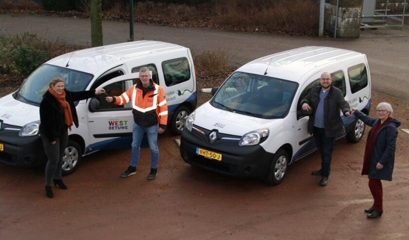 <p>West Betuwe heeft drie nieuwe duurzame auto's. De voertuigen rijden geheel op stroom.</p>