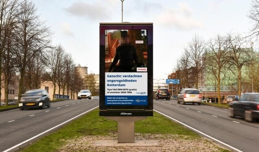<p>Politie plaatst verdachten avondklokrellen op schermen door de stad.</p>