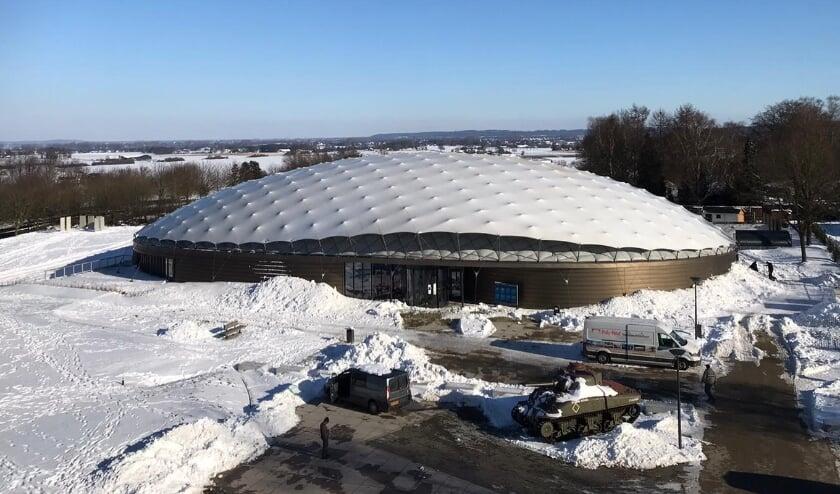 <p>De Dome van het Vrijheidsmuseum met de typische parachute-vorm.&nbsp;</p>