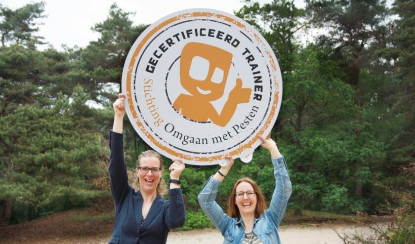 <p>Inge Coolen en Mirelle Valentijn bieden graag handvatten om de online en offline wereld dichter bij elkaar te brengen. Foto: Roberto Cancian</p>