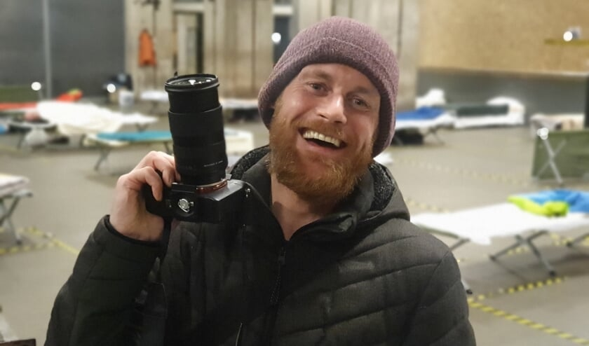 Patrick fotografeert de winteropvang in de Maassilo.