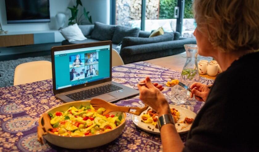 <p>Eet Mee organiseert in deze periode regelmatig speciale Video-etentjes Weekenden met verrassingsmatches. Foto: Inge Pont</p>