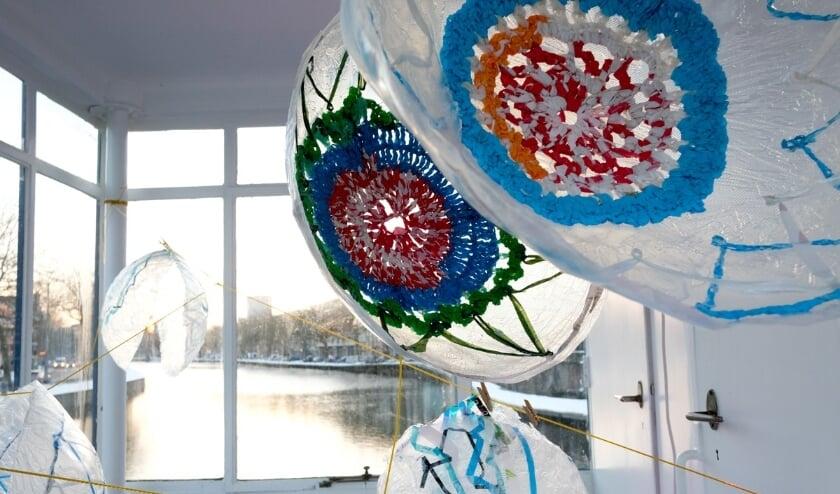 <p>Er hangt nieuw werk in het brugwachtershuisje op de Zaagmolenbrug.&nbsp;</p>
