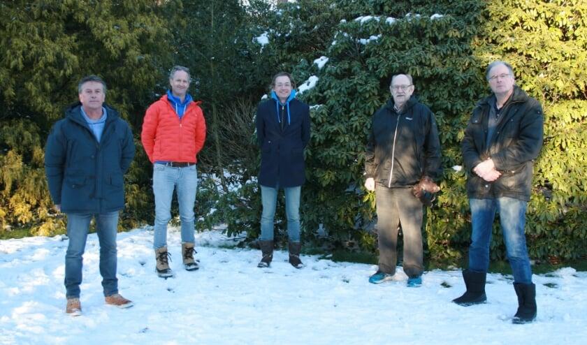 <p>Vijf van de acht bestuursleden van Stichting Planschade Bilthoven Noord. Rechts: Luc Jonker</p>