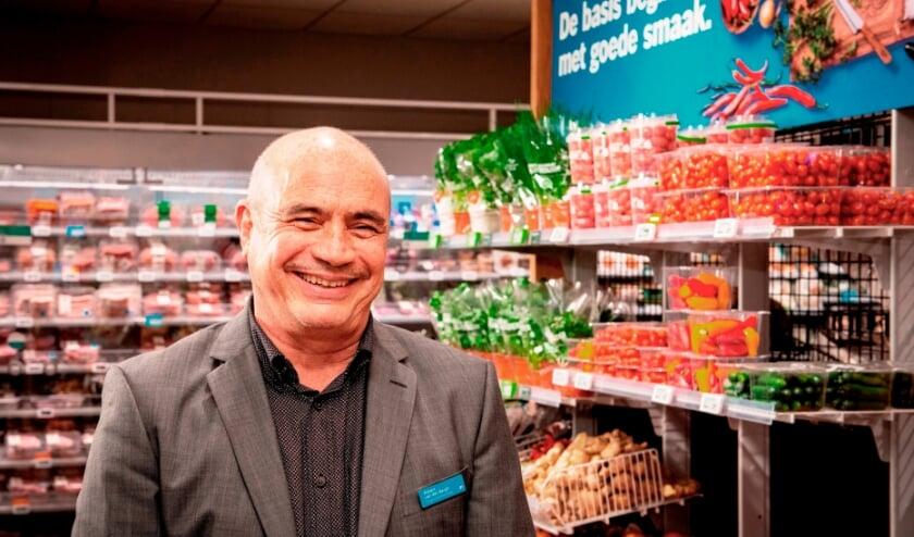 <p>Supermarktmanager Robert van den Bergh: &ldquo;Meer ruimte en meer vers in onze vernieuwde Albert Heijn Schiedam Lange Kerkstraat.&rdquo; (Foto: Albert Heijn/Dirk Brand)&nbsp;</p>