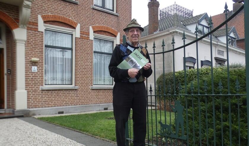 <p>Auteur Marc Dierick, voormalig huisarts uit Sas van Gent, bracht het boek &lsquo;Jachtplezier en passie&rsquo; uit.</p>