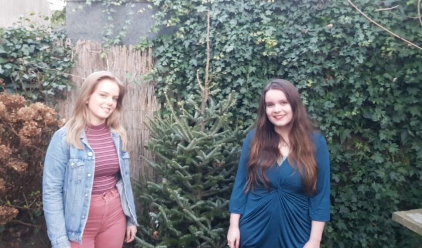<p>Hanneke Verheul (links) en Hannah van den Bosch. Hun toevallige ontmoeting bij Feniks aan het NS Plein pakte goed uit.&nbsp;</p>