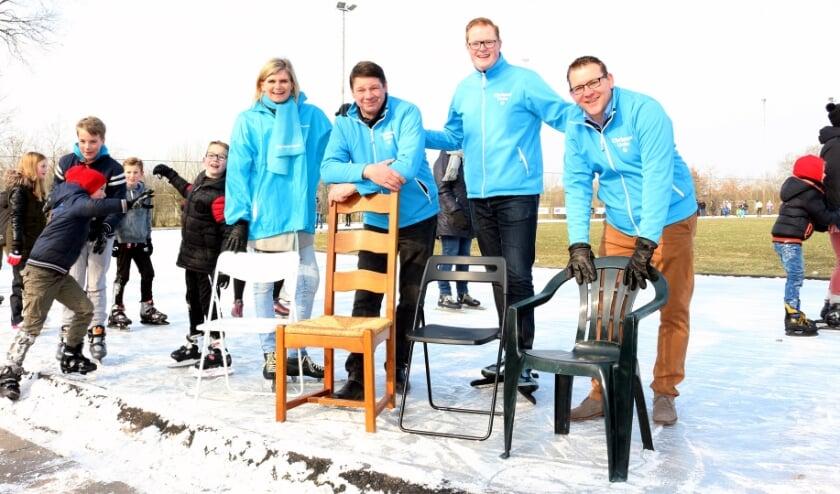 <p>Riet Eshuis-Egberts, Kees van Dijk, Jan Oene Krist en Jan-Willem Timmerman op het ijs. (Eigen foto, gemaakt in 2019)&nbsp;</p>