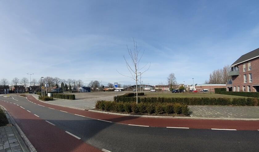 <p>De desolate omgeving van het station in Best. Volgens wethouder Marc van Schuppen (Best Open) verdient deze een impuls.</p>