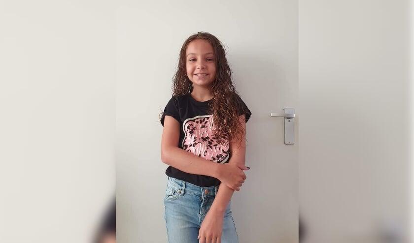 <p>Tess Boelen (10) uit Best verkoopt zeepjes en armbandjes voor stichting Het Vergeten Kind. Ze hoopt daarmee 1000 euro op te halen.</p>