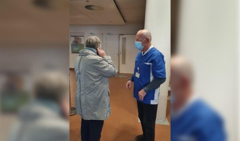 <p>Iedereen krijgt bij de ingang een chirurgisch mondneusmasker om tijdens het hele bezoek aan het Elkerliek te dragen.<br><br></p>