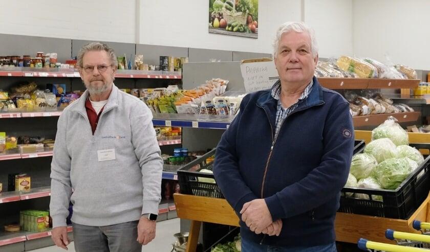 <p>Roger Schmitz en Henk Niemeijer zijn vrijwillig coördinatoren bij de Voedselbank.</p>