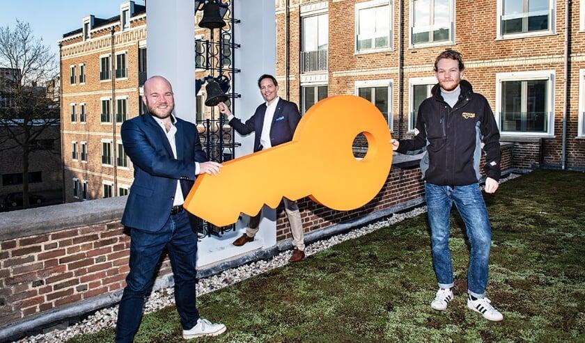 <p>Van links naar rechts: gedeputeerde Peter Kerris, directeur-bestuurder SSH&amp; Kees Stunnenberg en nieuwe bewoner Koen Stoetman.</p>