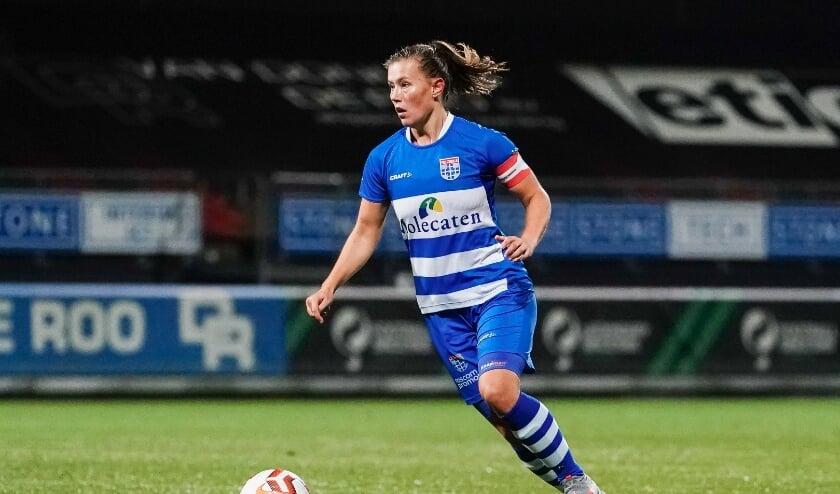 <p>Dominique Bruinenberg in actie in het met 2-1 verloren uitduel tegen Excelsior, eerder dit seizoen.&nbsp;</p>