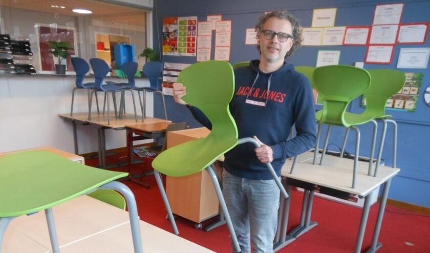 <p>Rynco Pierik van De Wildemaet tijdens het voorbereiden voor de heropening van de school.</p>