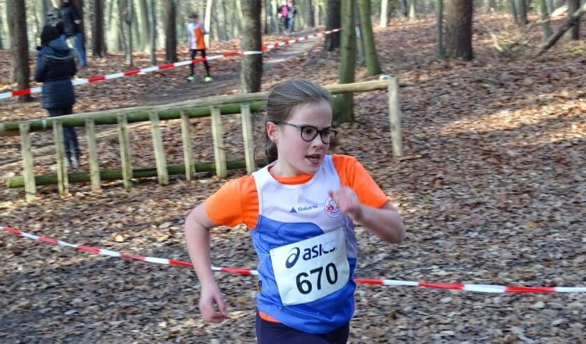 <p>Crossen voor junioren: nu even niet in de vertrouwde bossen, maar over een pittig parcours op de baan. Foto: Mats Keulstra</p>