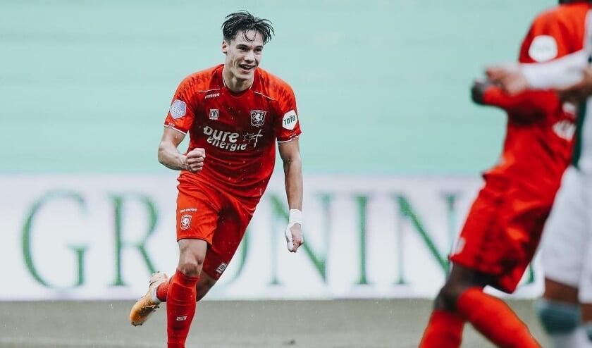 <p>Thijs van Leeuwen uit Heerde voetbalt sinds dit seizoen in het eerste van FC Twente. Hij vertelt over zijn voetbalcarrière. (Foto: Stef Heerink)</p>