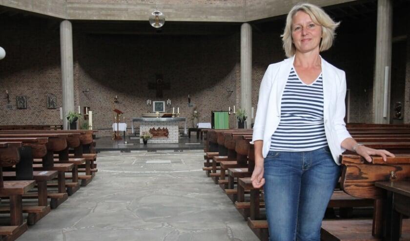 """<p pstyle=""""Intro"""">Monique van de Vijver van de stichting in de bijzondere kerkzaal van de Gedachteniskerk (Foto: Marco Diepeveen)</p>"""