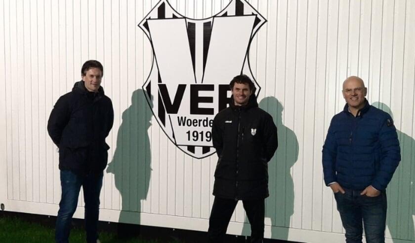 <p>Van links naar rechts: Frank Krom (technische zaken VEP), Ronald Schalkwijk (hoofdtrainer VEP 1) en Martijn Kemp (Voorzitter VEP).</p>