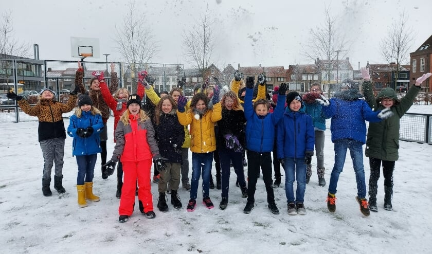 <p>Groep 6 van de Sint Bavoschool in Oostburg mocht maandag eindelijk weer naar school.</p>