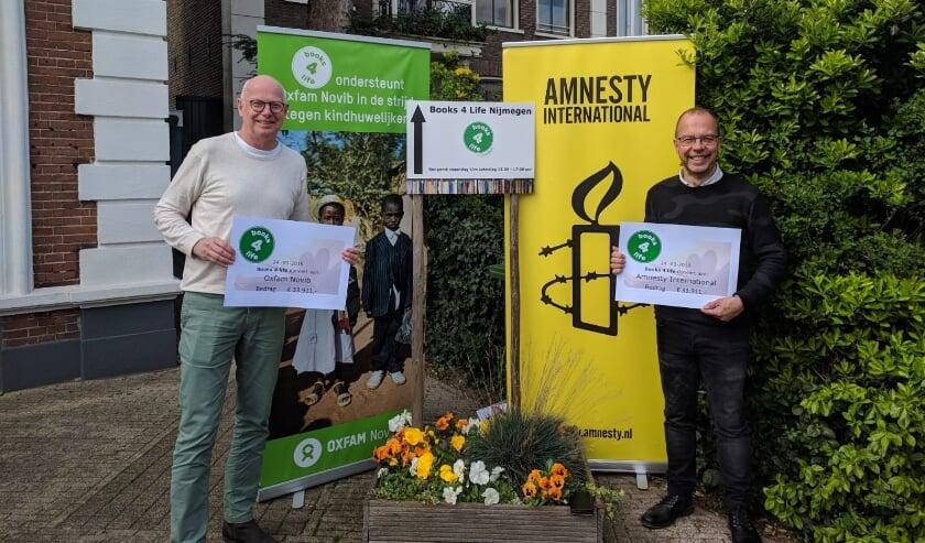 <p>Uitreiking donaties aan vertegenwoordigers internationale goede doelen Amnesty International en Oxfam. Books 4 Life zoekt nu lokale goede doelen.</p>