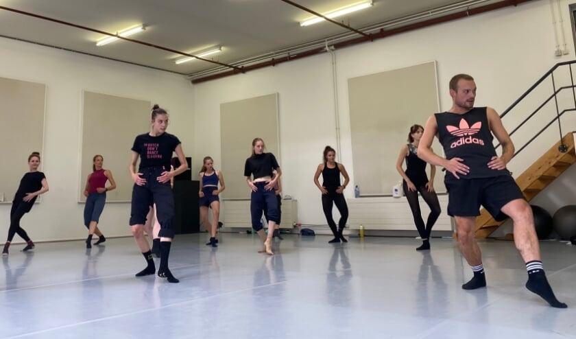 Een dansles bij 010 DANCE Programm volgens RIVM-richtlijnen, zomer 2020