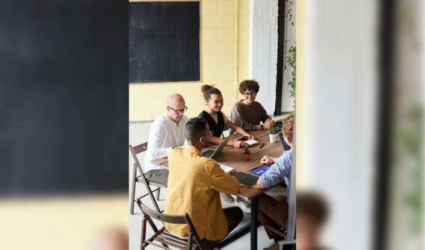 <p>Leden van de Programmaraad adviseren de bieb over welke activiteiten belangrijk zijn. (Eigen foto)</p>