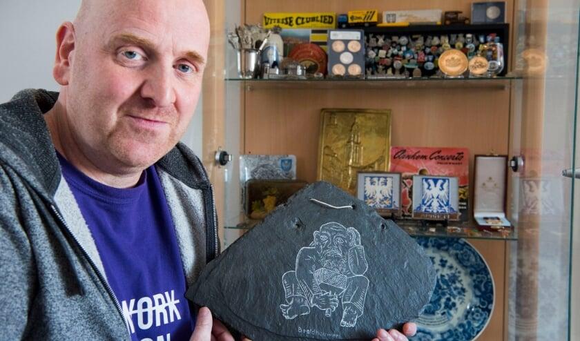 <p>Patrick Mandemakers is trots op zijn stad. Hij spaart alles wat met Arnhem te maken heeft.</p>