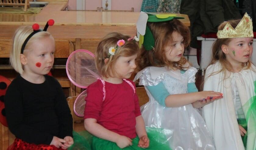 <p>Kleuters verkleed voor het Winterfeest. Alle kinderen kwamen verkleed op school. Er waren lieveheersbeestjes, bijtjes en zelfs een ijsbeer.</p>