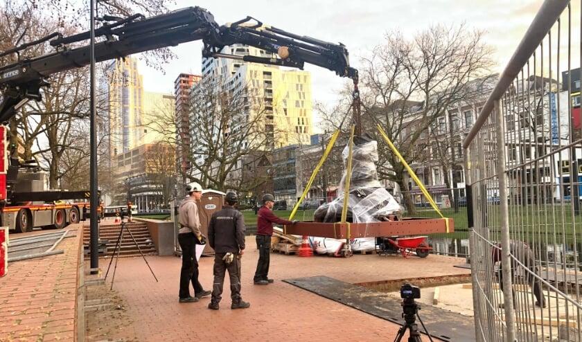 <p>Stichting Droom en Daad en CBK Rotterdam zijn donderdag 25 februari begonnen met het installeren van De Vlecht.</p>