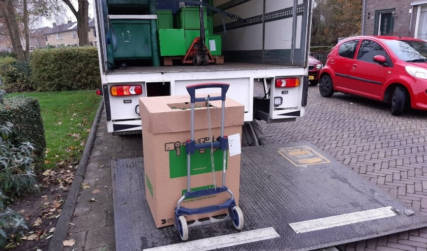 <p>Basisschool Molenbolwerk uit IJzendijke ontvangt een recyclecertificaat en een bedankje van het team achter Stichting Jarige Job.</p>