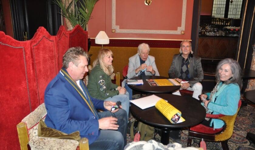 Sjaak Bral, Paul van Vliet, Martin Reitsma en Patricia Steur deden een interview in Des Indes met Tanja Verkaik van de Telegraaf. De dag erna was het groot nieuws in de landelijke media.