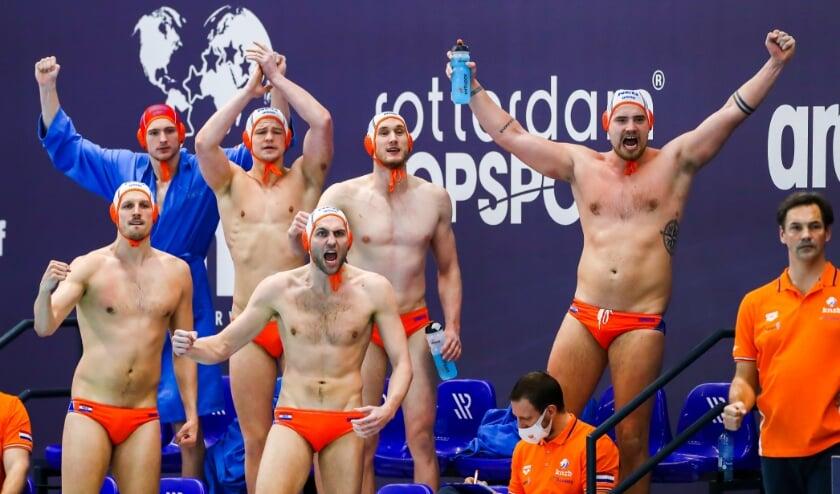<p>Vreugde bij Oranje tijdens het openingsduel tegen Duitsland. Rechts bondscoach Harry van der Meer. (Foto: Marcel ter Bais/Orange Pictures)</p>
