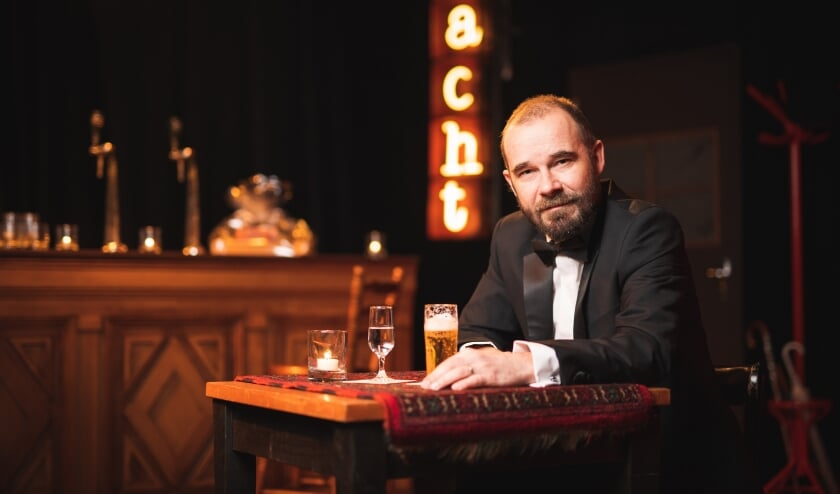 <p>Wie het mist om naar de kroeg te gaan, kan dat de komende zaterdagavonden online doen met Theatergroep Maastricht. (Foto: Bjorn Frins)</p>