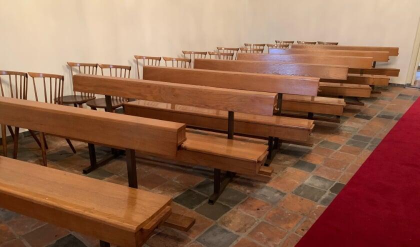 <p>De banken zijn 2 meter lang, maar te verlengen door aan weerszijden een extra zitplaats uit te trekken, waardoor de lengte in totaal 2,9 meter kan worden.&nbsp;</p>