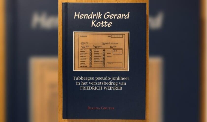 <p>De cover van het boek over Hendrik Gerard Kotte, een Twents oorlogsslachtoffer die de nationale oorlogshistorie is ingegaan als Jonkheer Six. (Eigen foto)&nbsp;</p>
