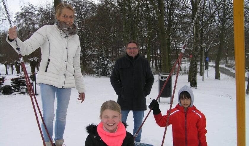 <p>Myriam en Wim hebben vertrouwen in hun manier van lesgeven en de veerkracht van kinderen zoals Isis (voorgrond) en Ayden.(foto Gerreke van den Bosch)</p>